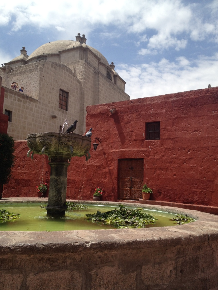 fountain with birds and viewpoint, Santa Catalina Monastery, Arequipa // A Slice of Peru